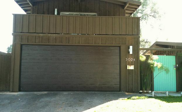 Long beach rancho house garage door