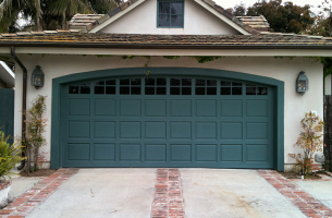 Arched top garage door